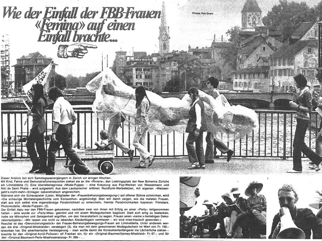 Zeitungsartikel mit Bild von demonstrierenden Frauen