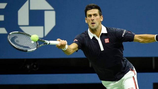 Novak Djokovic, il giugader da tennis, en acziun