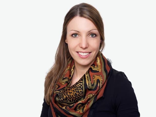 Sie ist im Kanton Graubünden aufgewachsen und spricht fliessend Sursilvan: Unsere SRF3-Reporterin Simona Caminada.
