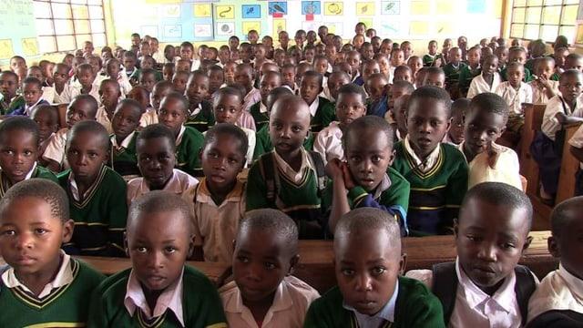 Video «Jackline Mnyau kann den Schülern mehr bieten» abspielen