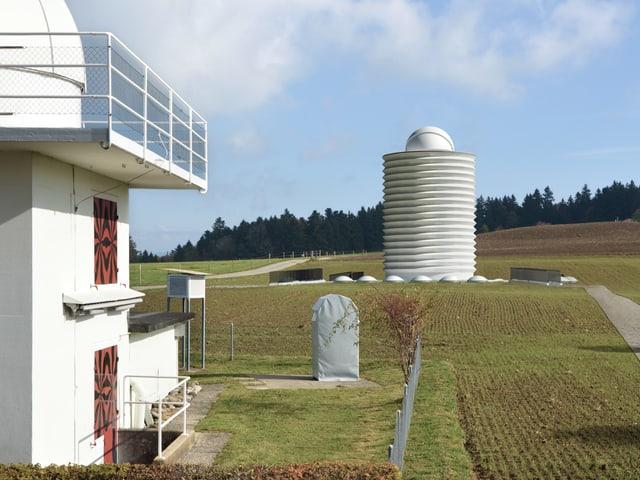 Visualisierung des neuen Observatoriums auf der Uecht mit der bestehenden Sternwarte im Vordergrund.