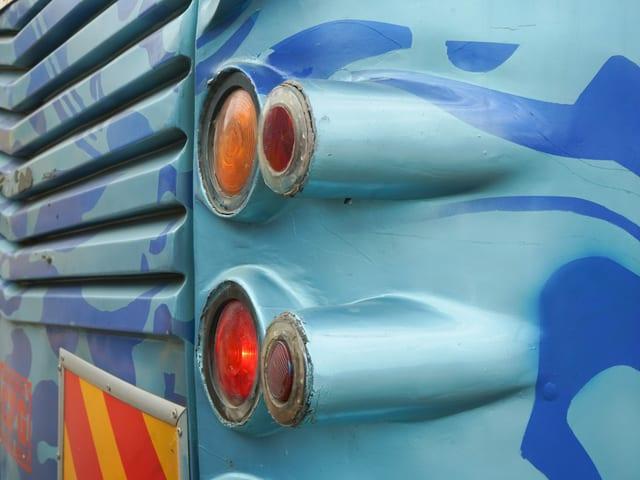 Auspuff eines Matatu-Busses.