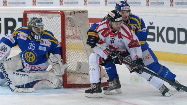 Der HC Davos fordert das Team Canada im Endspiel des Spengler Cups 2012.