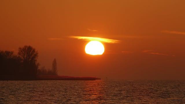 Sonnenuntergang über dem Neuenburgersee.