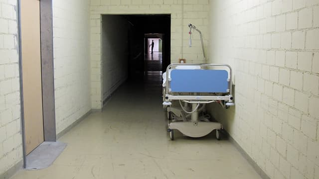 Zugang zur ehemaligen Notspital im Untergrund.