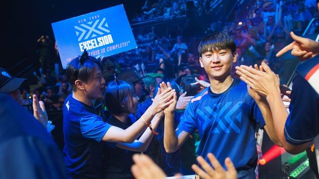 Dong-Gyu Kim vom Team New York Excelsior läuft in die Blizzard Arena in Los Angeles ein.