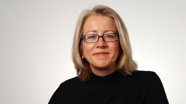 Porträt von Radio SRF Wirtschaftsredaktorin Barbara Widmer.