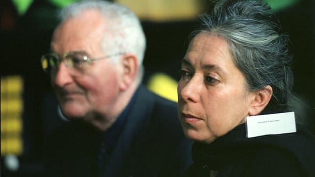 Eine Frau mit angegrautem Haar im Vordergrund, ein älterer Herr mit Brille im Hintergrund