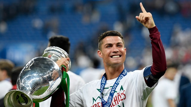 Cristiano Ronaldo cun il buccal da l'EURO 2016.