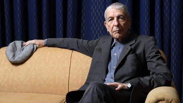 Il chantadur Leonard Cohen sesa sin in canape