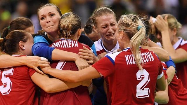 Russische Handballerinnen weinen