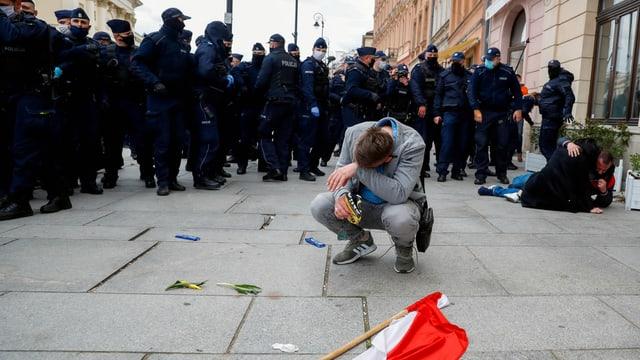 Polizisten, Demonstrant