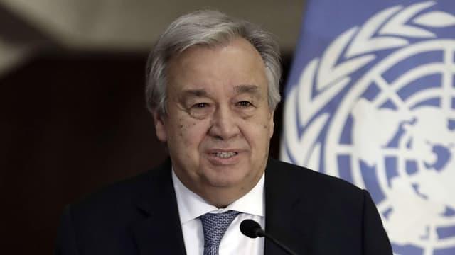 UNO-Generalsekretär Antonio Guterres vor einer Flagge der UNO.