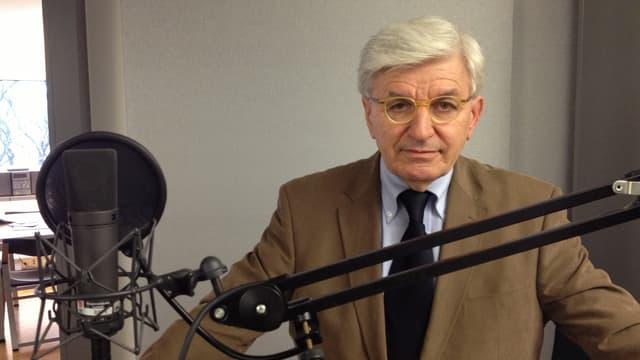 Portrait von Josef Marbacher im Radiostudio