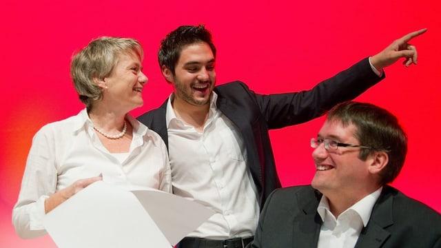 Jacqeueline Fehr, Cedric Wermuth und Christian Levrat lachend an einer SP-DV anno 2010.