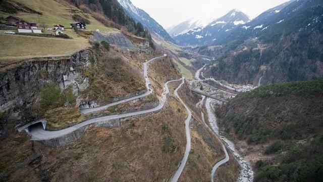 Bergstrasse nach Bristen.