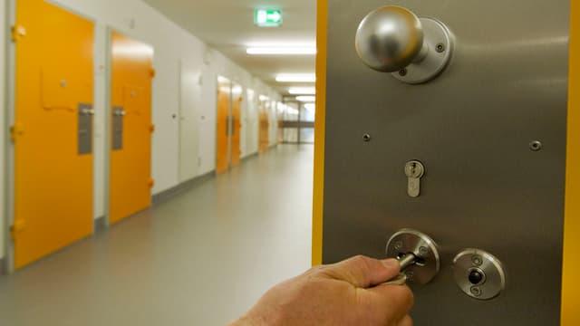 Gefängnistür, offen