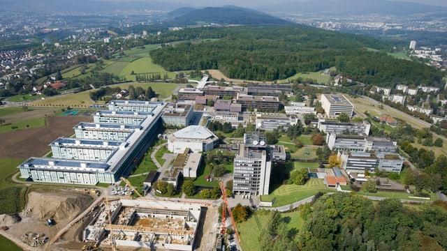 Die Gebäude der ETH Zürich auf dem Hoenggerberg
