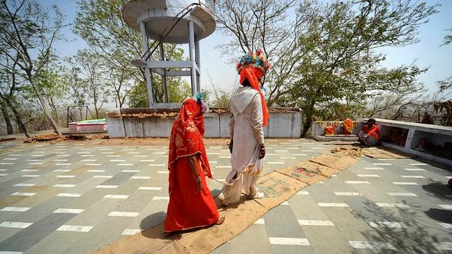 Ein minderjähriges frisch verheiratetes Paar in Indien.