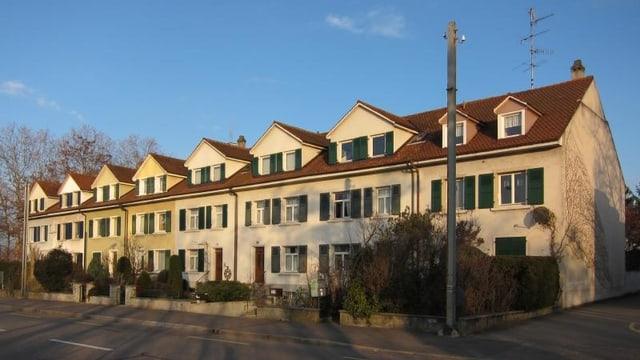 Blick auf eine Reihe Einfamilienhäuser.