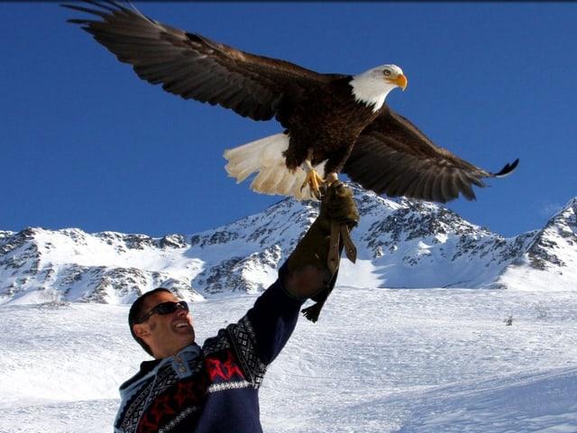 Jacques-Olivier Travers mit seinem Adler Sherkan.