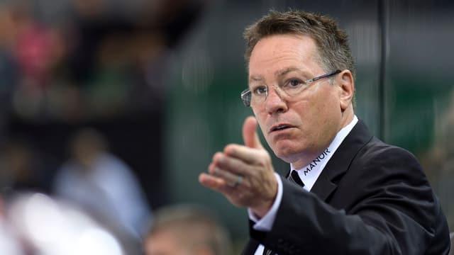 Genf-Coach Chris McSorley gibt Anweisungen.
