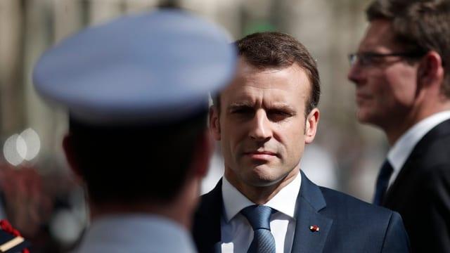 Purtret d'Emmanuel Macron.