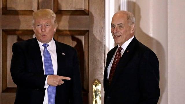Donald Trump, il nov president american cun John Kelly ch'el ha nominà sco minister per la segirezza interna.