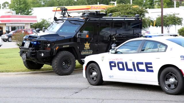 Autos da polizia sin la via nua ch'i ha dà la sajettada.