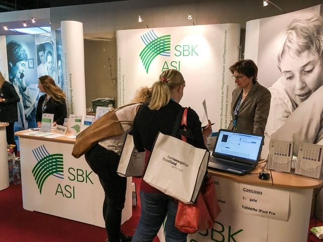Il stand da la SBK al congress da tgira a Berna.