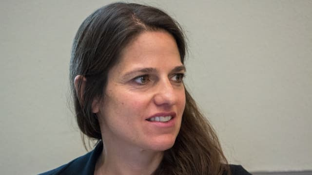 La deputada da la PLD Vera Stiffler vul dapli transparenza en l'uffizi d'economia e turissem.
