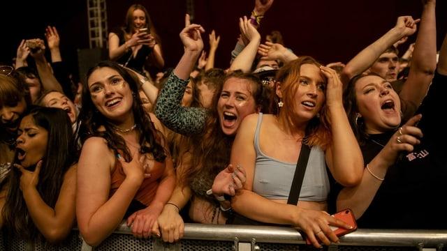 Testlauf für Konzert ohne Schutzmassnahmen in Liverpool mit 5000 Zuschauern (2. Mai).