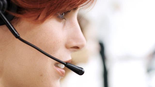telefonierende Frau mit Headset