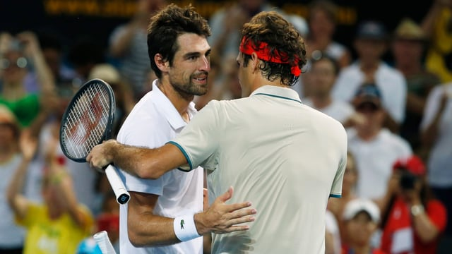Roger Federer (rechts) und Jérémy Chardy im Gespräch am Netz