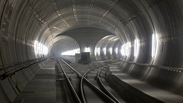 Il tunnel da basa dal Gottard da l'intern