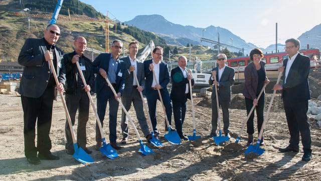 Prima palada cun tut ils responsabels da las societads Andermatt Swiss Alps SA, Schmid Holding SA e BVZ Holding.