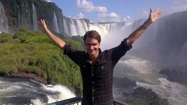 Roger Federer bei den Iguazu-Wasserfällen.