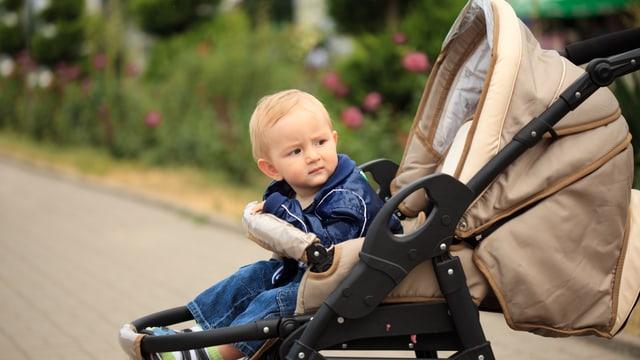 Kind in Kinderwagen