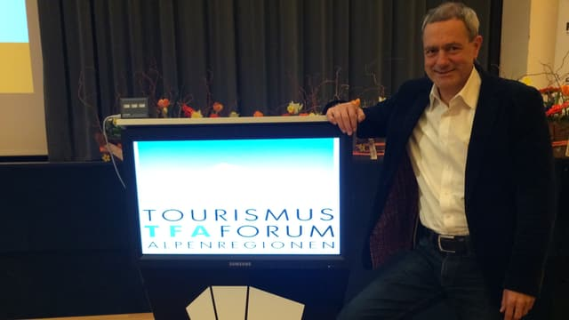 Rolanz Zegg ed in visur cun l'inscripziun Tourismus TFA Forum