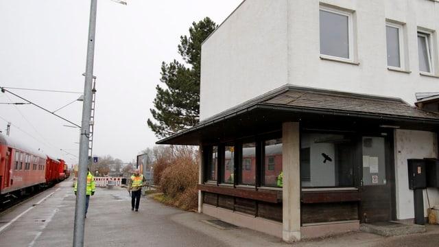 Blick auf das Bahndienstgebäude in Bad Aibling in Bayern.