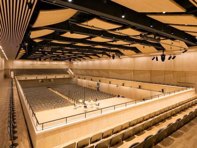 Blick auf den Saal der Tonhalle Maag vom Balkon aus.