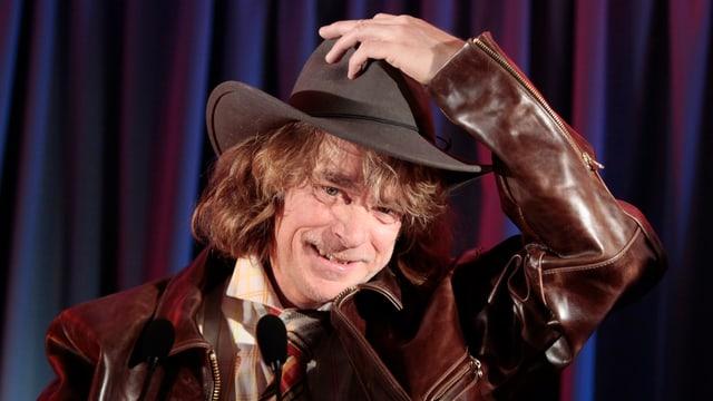 Helge Schneider mit schwarzem Hut im Rahmen des Programms «Buxe voll» (2010).