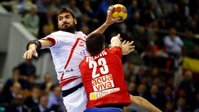 Der Gastgeber (hier Jorge Maqueda Penal, l.) liess Serbien (Nenad Vuckovic) keine Chance.
