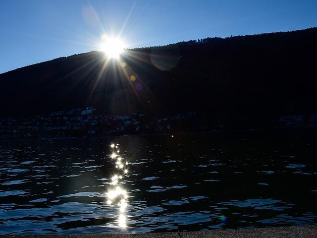 Sonne, spiegelnd im See