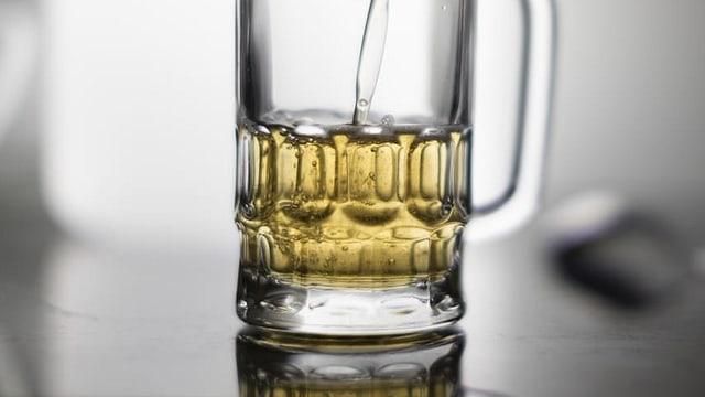 Ein Bier wird gefüllt