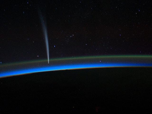 Aufnahme eines Kometen aus der Internationalen Raumstation ISS vom 21. Dezember 2011.