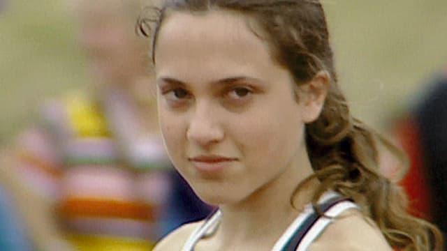 Ein jugendliches Mädchen in Sportkleidung.