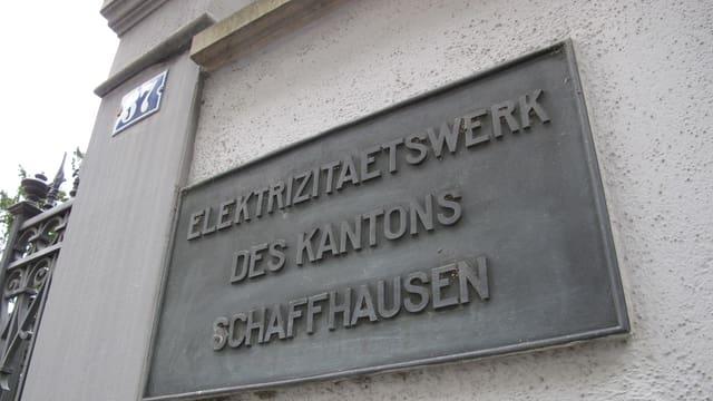 Beschriftung am Hauptsitz des Elektrizitätswerks in Schaffhausen.