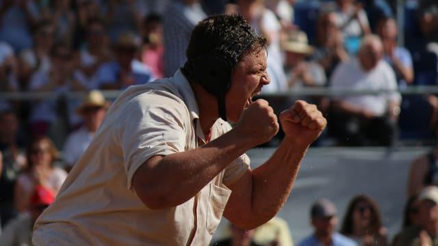 Nick Alpiger ballt die Fäuste nach dem Sieg.