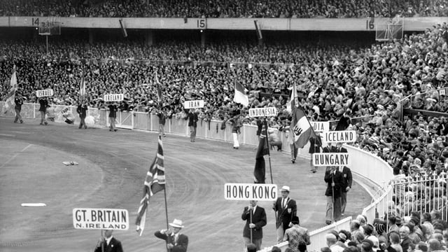 Einlaufen der Nationen bei Olympia 1956 - ohne die Schweiz.